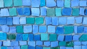 Blå tegelplattamosaik på väggen fotografering för bildbyråer