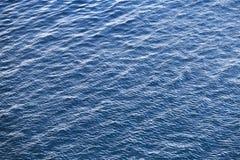 Blå textur för bakgrund för Adriatiskt havvatten Arkivbild