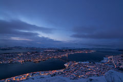 Blå timme över Tromso, Norge Fotografering för Bildbyråer