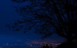 Blå timme i staden Arkivfoto