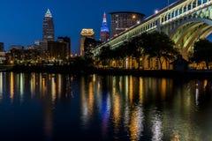 Blå timme - i stadens centrum Cleveland, Ohio Royaltyfria Foton