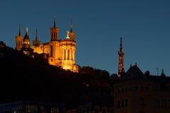 Blå timme på basilika i Lyon Fotografering för Bildbyråer