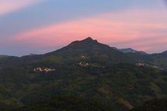 Blå timme på bergen Royaltyfria Foton