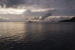 Blå timme på den Floreana ön Arkivfoto