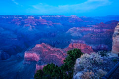 Blå timme på Mojavepunkt - Grand Canyon Royaltyfria Foton