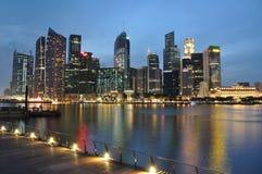 blå timmeflod singapore Arkivfoto