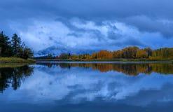 Blå timmereflexion i Tetonsen Royaltyfri Bild