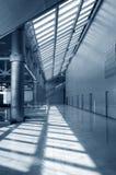 blå tonad byggnadsinterior Royaltyfri Fotografi