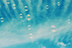 blå tonality för bubblatvålstruktur arkivfoton