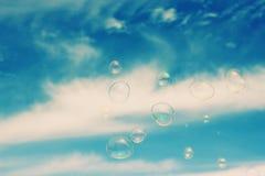 blå tonality för bubblatvålstruktur fotografering för bildbyråer