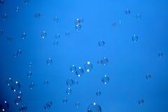 blå tonality för bubblatvålstruktur Royaltyfri Fotografi