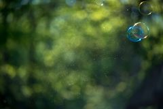 blå tonality för bubblatvålstruktur Arkivbilder