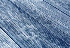 blå träyttersida med skrapor och suddighetseffekt Royaltyfria Bilder