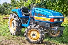 blå traktor Royaltyfria Foton