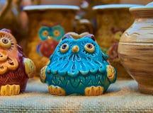 Blå uggla - krukmakeri som är handgjord från lera Royaltyfria Foton