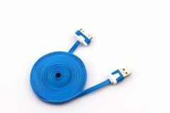 Blå USB kabel för smartphone Arkivfoto