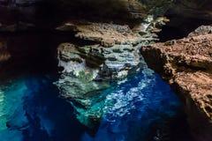 Blå väl grotta, Chapada Diamantina, Bahia, Brasilien royaltyfri fotografi