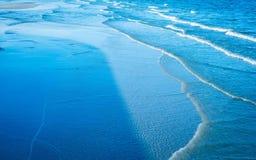 Blå vågbakgrund Fotografering för Bildbyråer