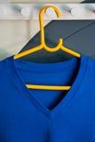 Blå v-Shape T-tröja Arkivfoto