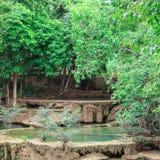 Blå vattenfall i Huay Mae Kamin Kanjanaburi Thailand Arkivbilder