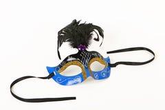 Blå Venetian maskering med fjädern Arkivbild