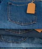 blå vikt jeansbunt arkivbild