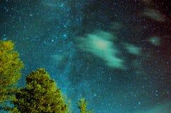 Blå Vintergatan för stjärnklar natt fotografering för bildbyråer