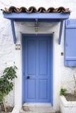 Blå wood dörr royaltyfri foto
