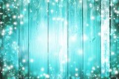 Blå wood textur med snö och ljus vita röda stjärnor för abstrakt för bakgrundsjul mörk för garnering modell för design Wi Arkivbilder