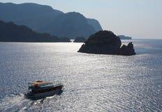 Blåa öar i det Aegean havet Arkivbild