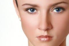blåa ögon vänder den half kvinnan mot royaltyfri fotografi
