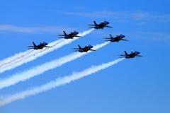 Blåa Angel Airshow på rödhakar AFB Royaltyfri Bild