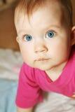 blåa barnögon Arkivfoton