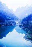 Blåa berg och floder Arkivfoton