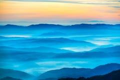 Blåa berg och kullar Arkivfoto