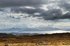 Blåa berg på ön av Skye Royaltyfria Bilder