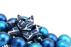blåa bowjulprydnadar Royaltyfri Bild
