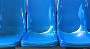 Blåa bussplatser Arkivbild