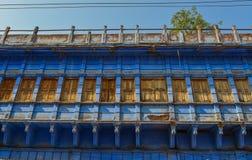 Blåa byggnader i Jodhpur, Indien royaltyfri bild