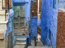 Blåa byggnader i Jodhpur, Indien royaltyfria bilder