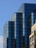 blåa byggnadsreflexioner Arkivbild