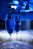 Blåa Champagne Glasses royaltyfri bild