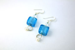 blåa crystal örhängen Arkivbilder