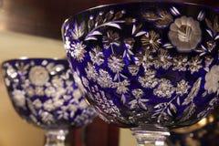 Blåa Crystal Bowl royaltyfri fotografi