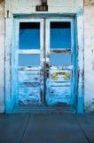 blåa dörrar Arkivfoto
