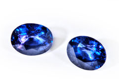 Blåa diamanter som isoleras på vit bakgrund. Royaltyfria Foton