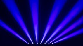Blåa etappstrålkastare med en rök Royaltyfri Bild