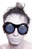 blåa exponeringsglas man konstigt vitt barn för hud Arkivbild
