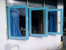 blåa fönster Fotografering för Bildbyråer