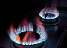Blåa flammor av en burning naturgas Arkivfoton